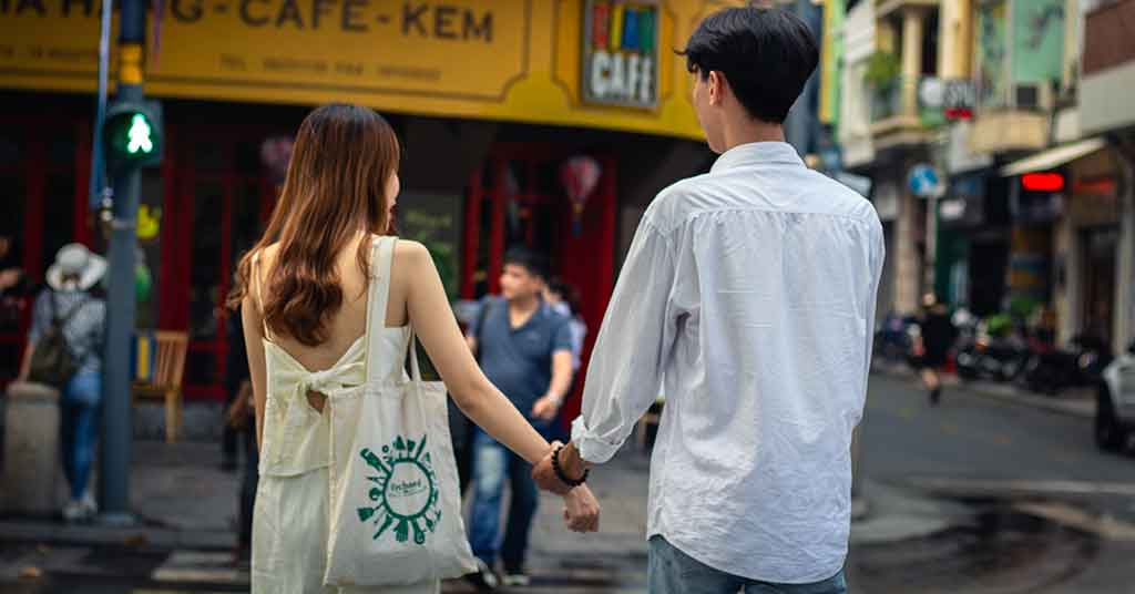 young man and woman outside- things to know before a first date