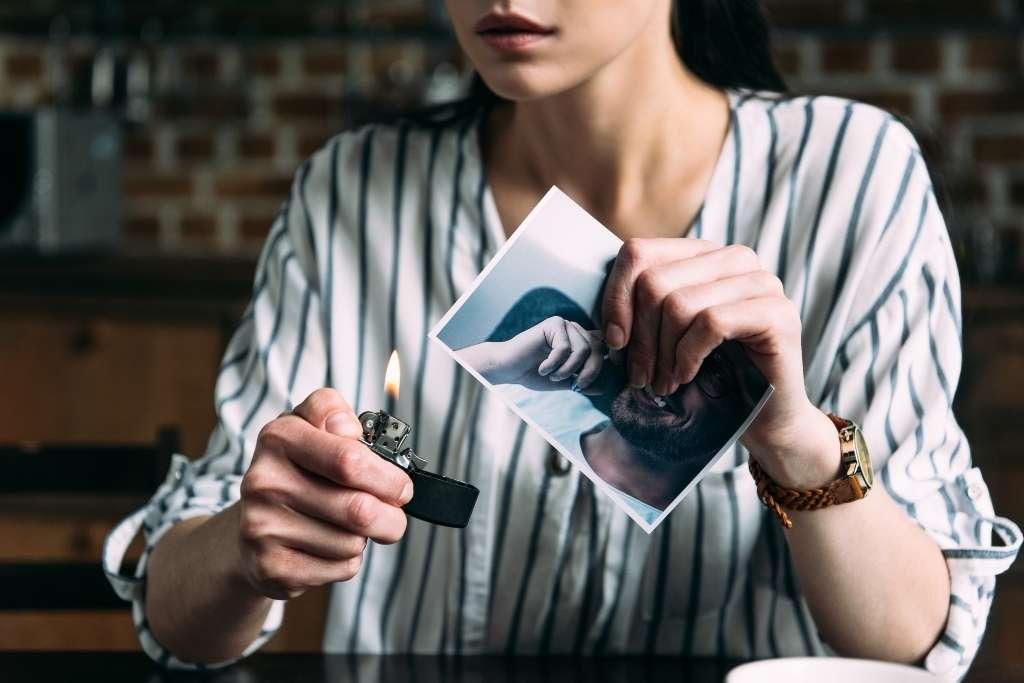 woman burning ex-boyfriend photo